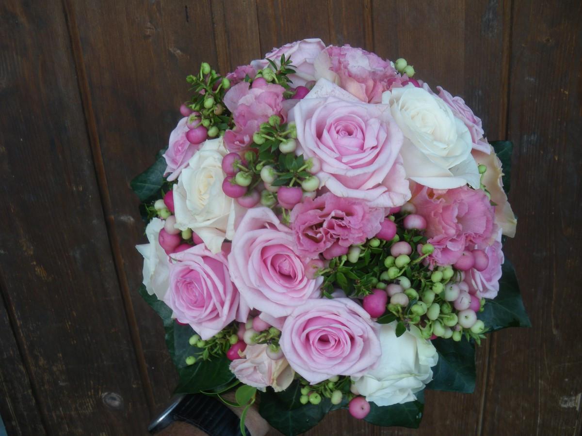 Brautstrauß Bestellen  Brautstrauss rosa Gärtnerei Hotz AG