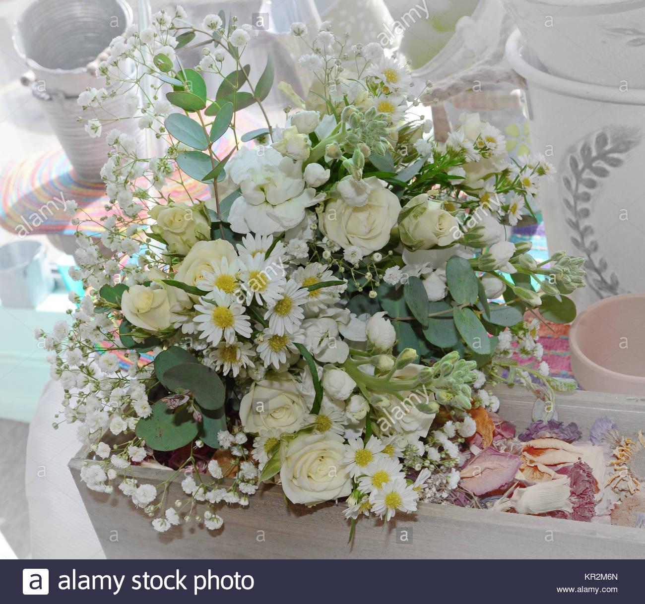 Brautstrauß Hortensien  Foto von einer fließenden alle weiß Brautstrauß mit