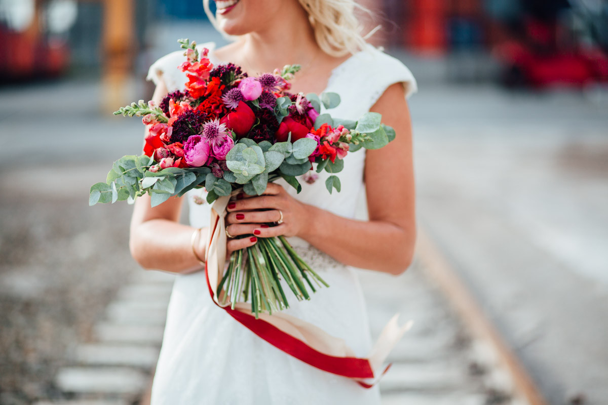 Brautstrauß Juni  Brautstrauss des Monats Juni Pfingstrose