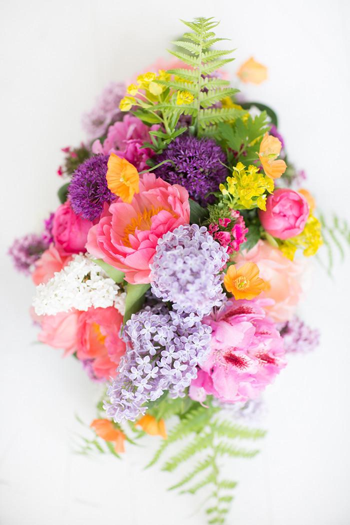 Brautstrauß Juni  Brautstrauss mit Flieder und Pfingstrosen