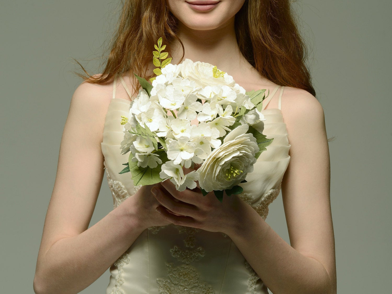 Brautstrauß Mit Hortensien  Papier Brautstrauß mit Handgeschöpfte weisse Hortensien und