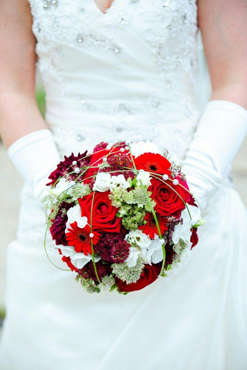Brautstrauß Rot  Brautstrauss rot weiss Bridal bouquet red white Created