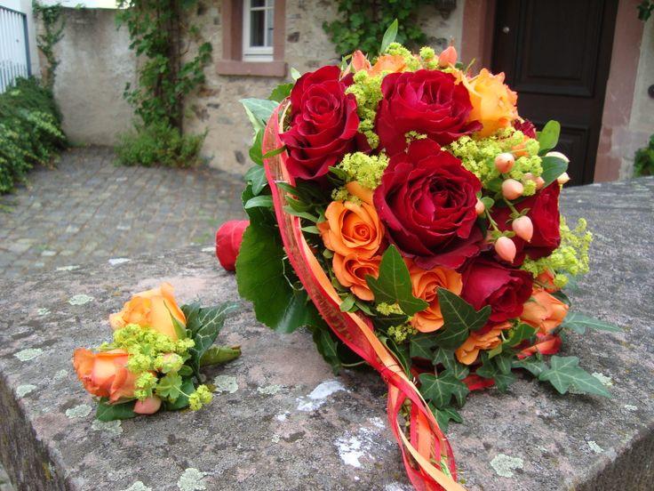 Brautstrauß Rot  Brautstrauss rot orange mit Bräutigamanstecker von