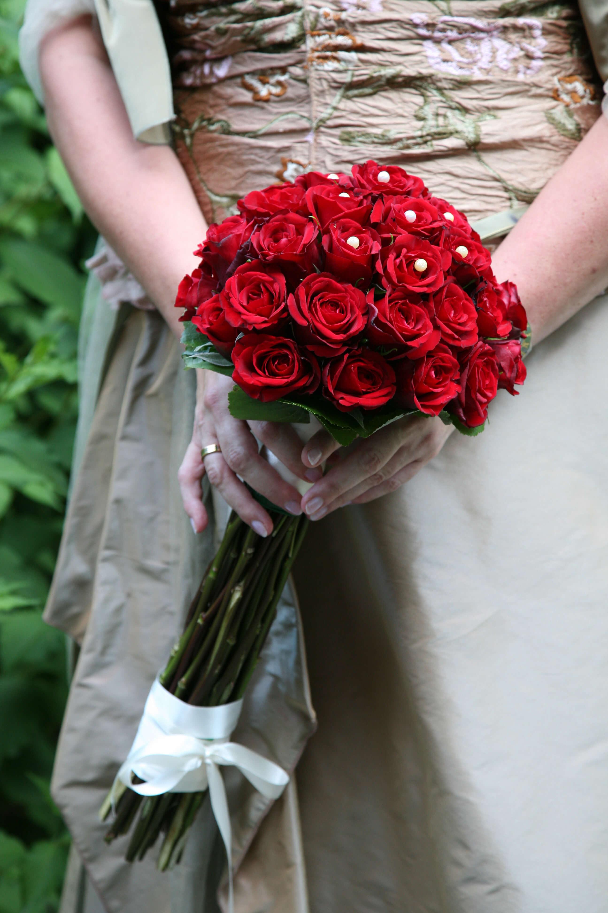 Brautstrauß Rot  Brautstrauß Zepter mit roten Rosen