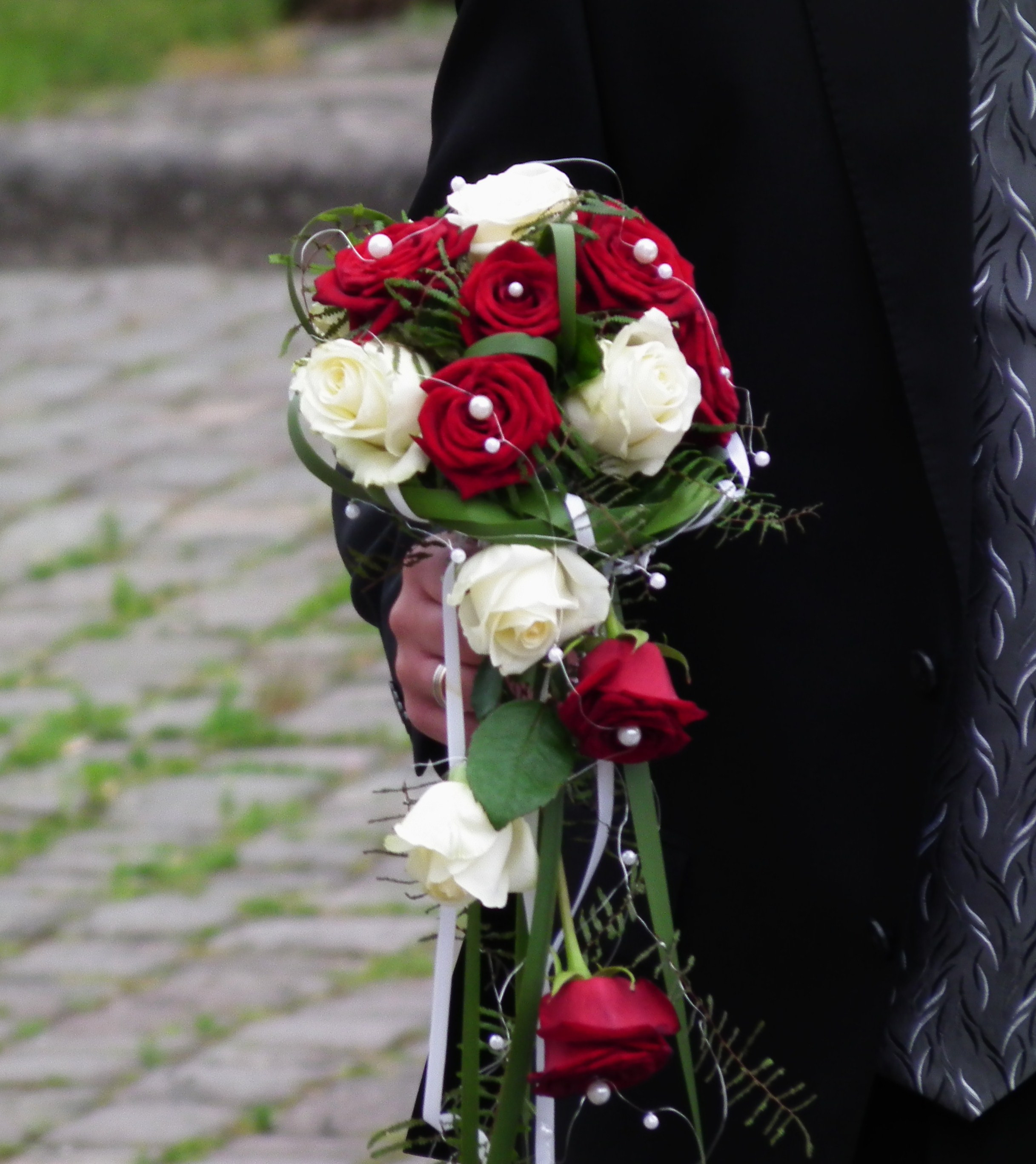 Brautstrauß Rote Rosen  File Brautstrauß rote und weiße Rosen JPG Wikimedia mons