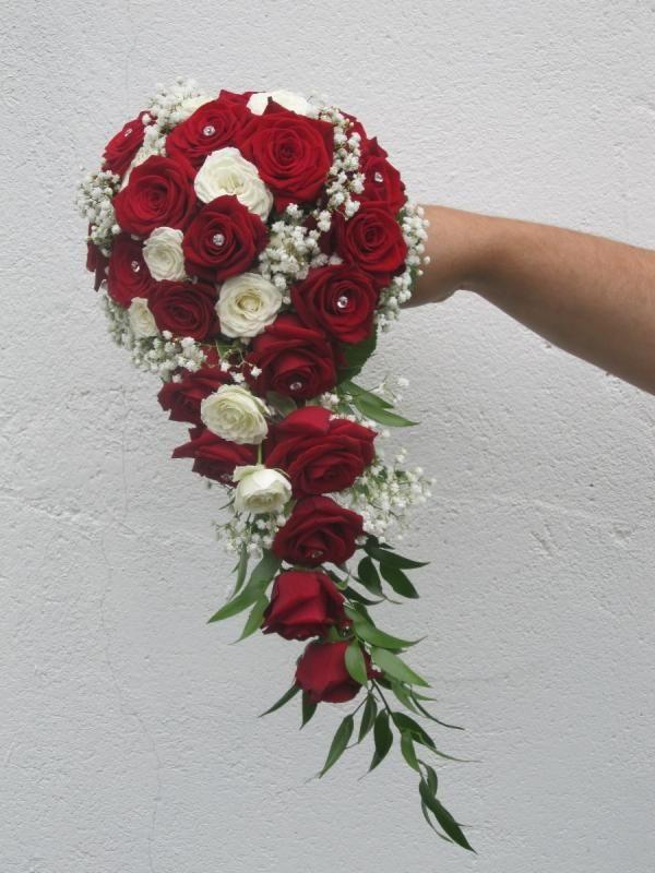 Brautstrauß Rote Rosen  Brautstrauß weiße und rote Rosen Torty