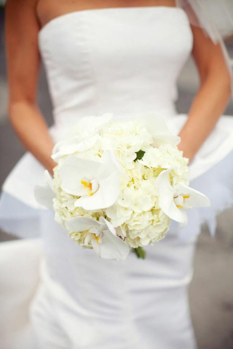 Brautstrauß Weiß  110 Brautstrauß Ideen für einen glamourösen Auftritt am Altar