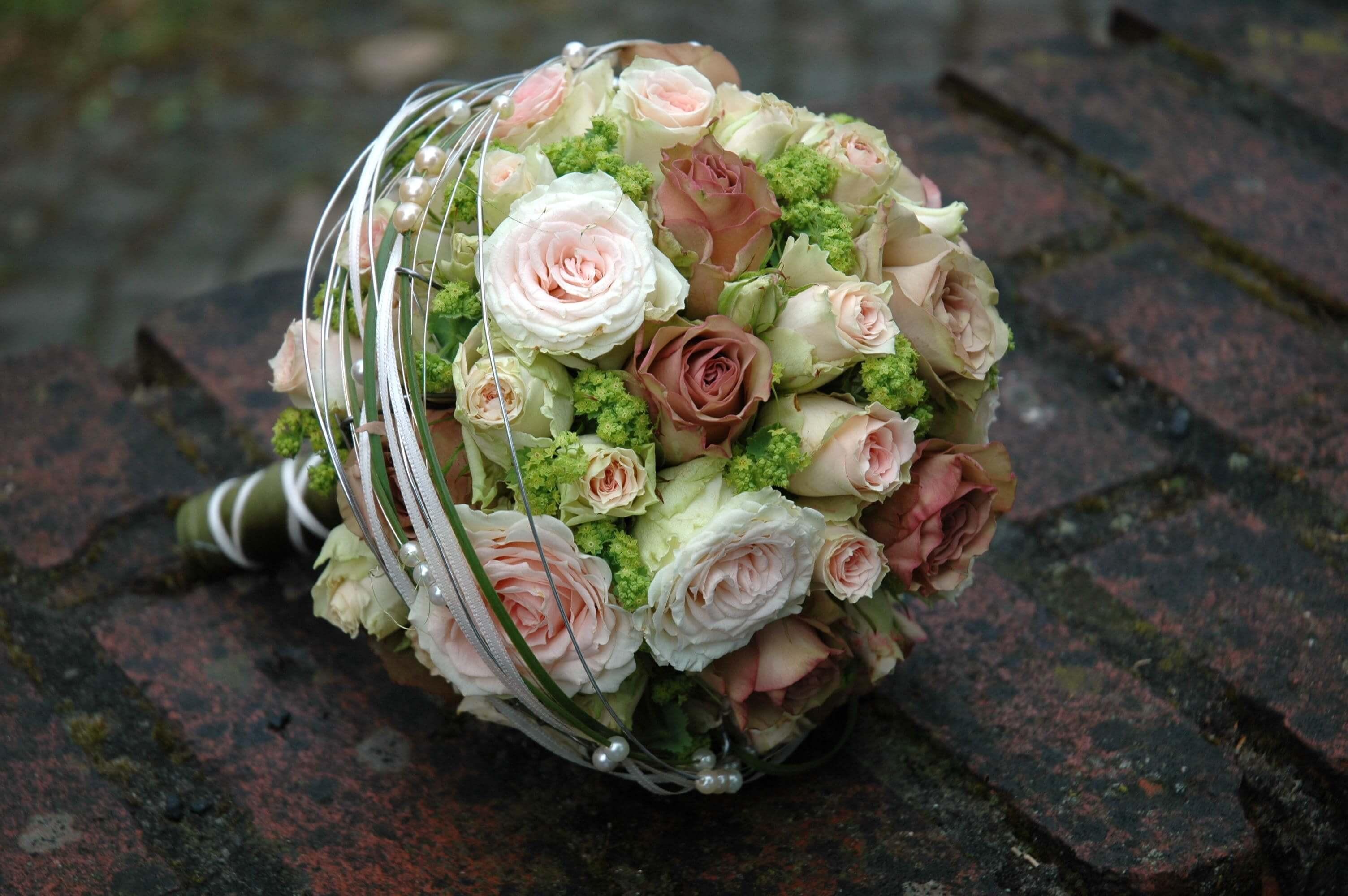 Brautstrauß Weiß  Brautstrauß in braun grün Bildergalerie Hochzeitsportal24