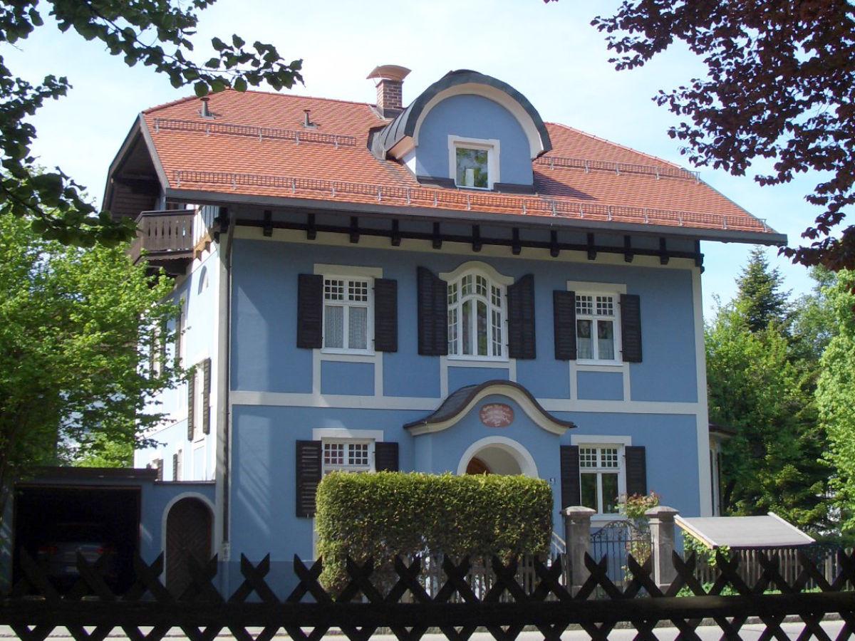Das Blaue Haus  Ferienwohnung im Blauen Haus DG Garmisch Partenkirchen
