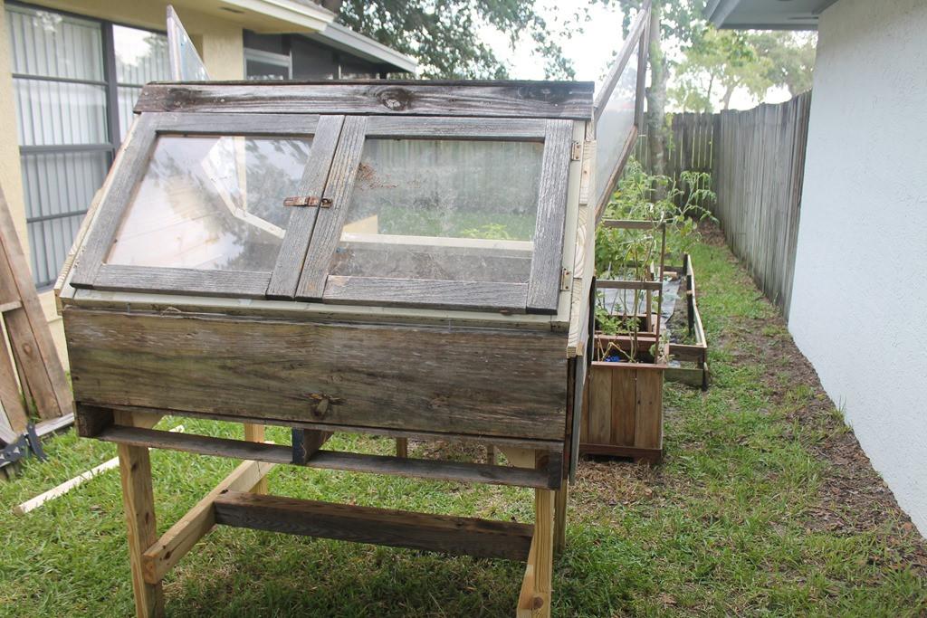 Diy Growbox  DIY grow box – – – aka green house