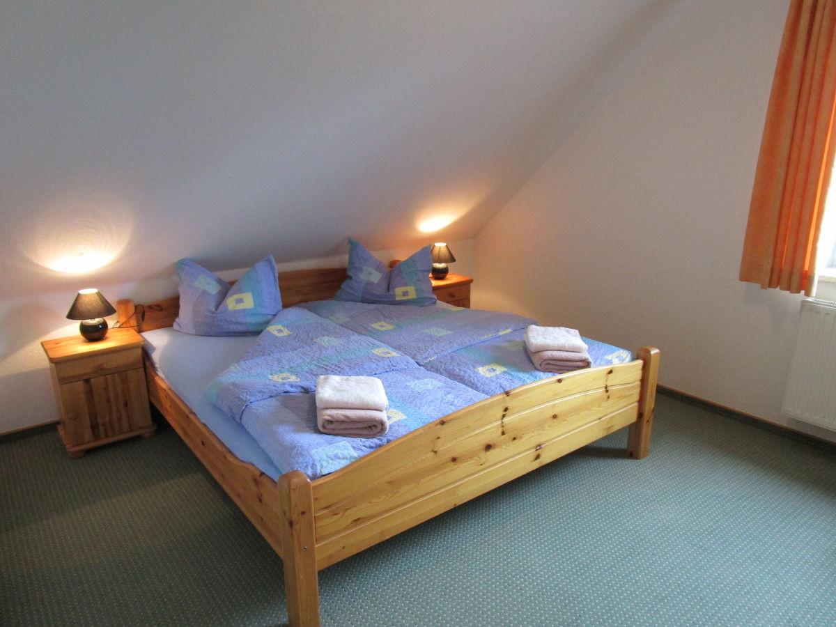 Doppelbett 1 40x2 00  Ferienwohnung Hein Schafstedt Frau Sabrina und Hans Timm