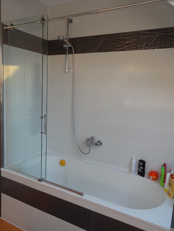 Duschabtrennung Badewanne  Duschabtrennung Schiebetür auf Badewanne