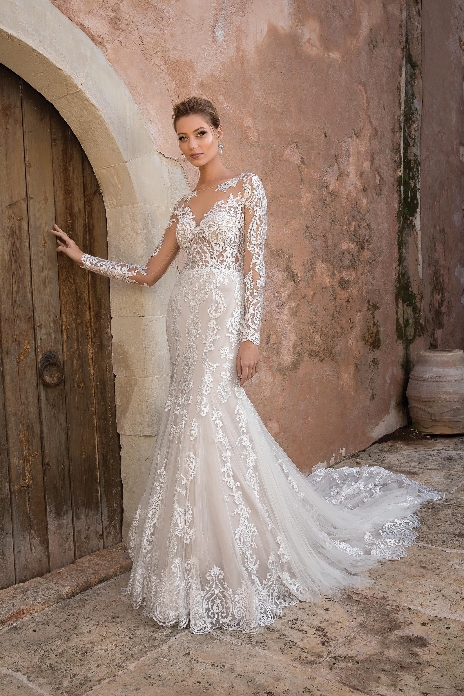 Fit And Flare Hochzeitskleid  Fit and Flare Brautkleid mit Spitze und Langarm in Blush