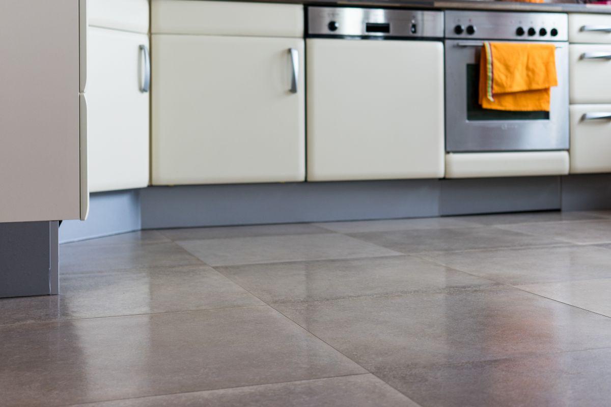 Fliesen Küche  Küchenfliesen in Holzoptik kaufen Küche Fliesen in Betonoptik