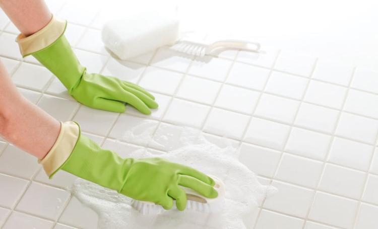 Fliesen Reinigen  Fliesen reinigen ohne Chemie 13 Hausmittel für Bad und Küche