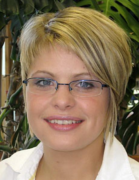Frisuren Brillenträger  Frisuren für brillenträgerinnen