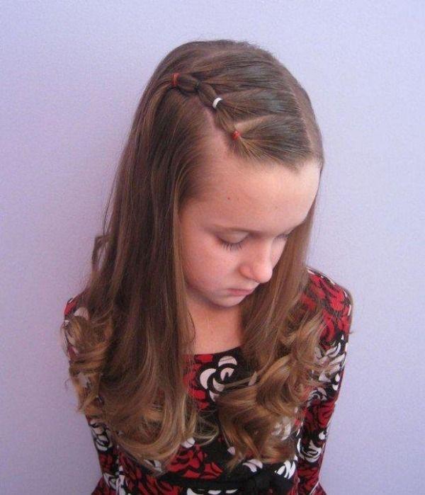 Frisuren Zur Einschulung  Schnelle Frisur mit fixiertem Strähnchen