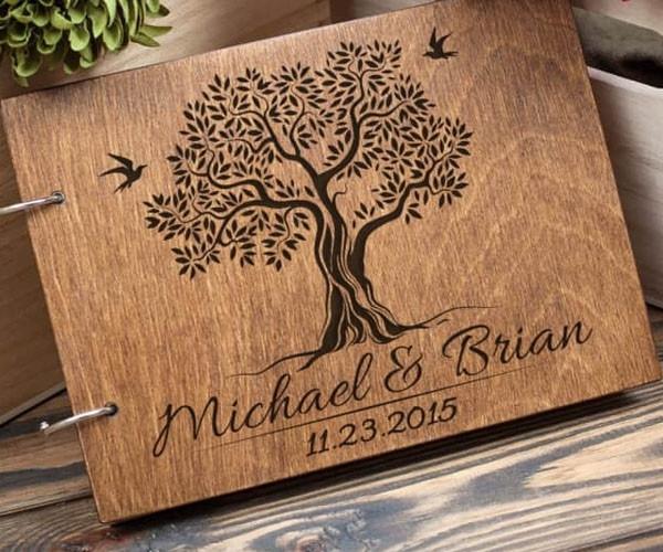 Gästebuch Hochzeit Baum  Gästebuch Hochzeit aus Holz mit Gravur Baum