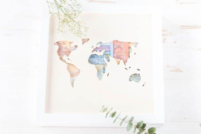 Geldgeschenk Hochzeit Weltkarte  Geldgeschenk zur Hochzeit Weltkarte aus Holz mit Geld
