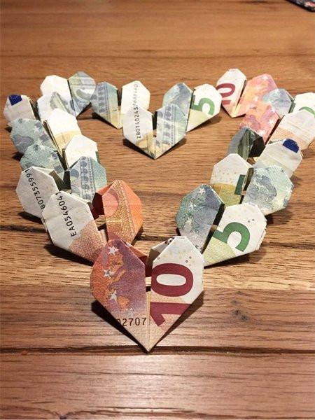 Geldscheine Falten Hochzeit Herz  Ideen für Geldgeschenke Herzen aus Geldscheinen falten