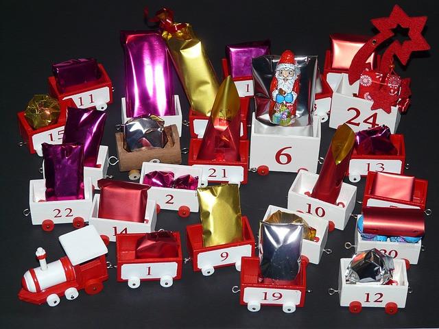 Geschenke Adventskalender  Kostenloses Foto Adventskalender Geschenke Kostenloses