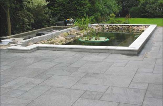 Granitplatten Terrasse  Teicheinfassung mit Granitplatten Crystal White passend