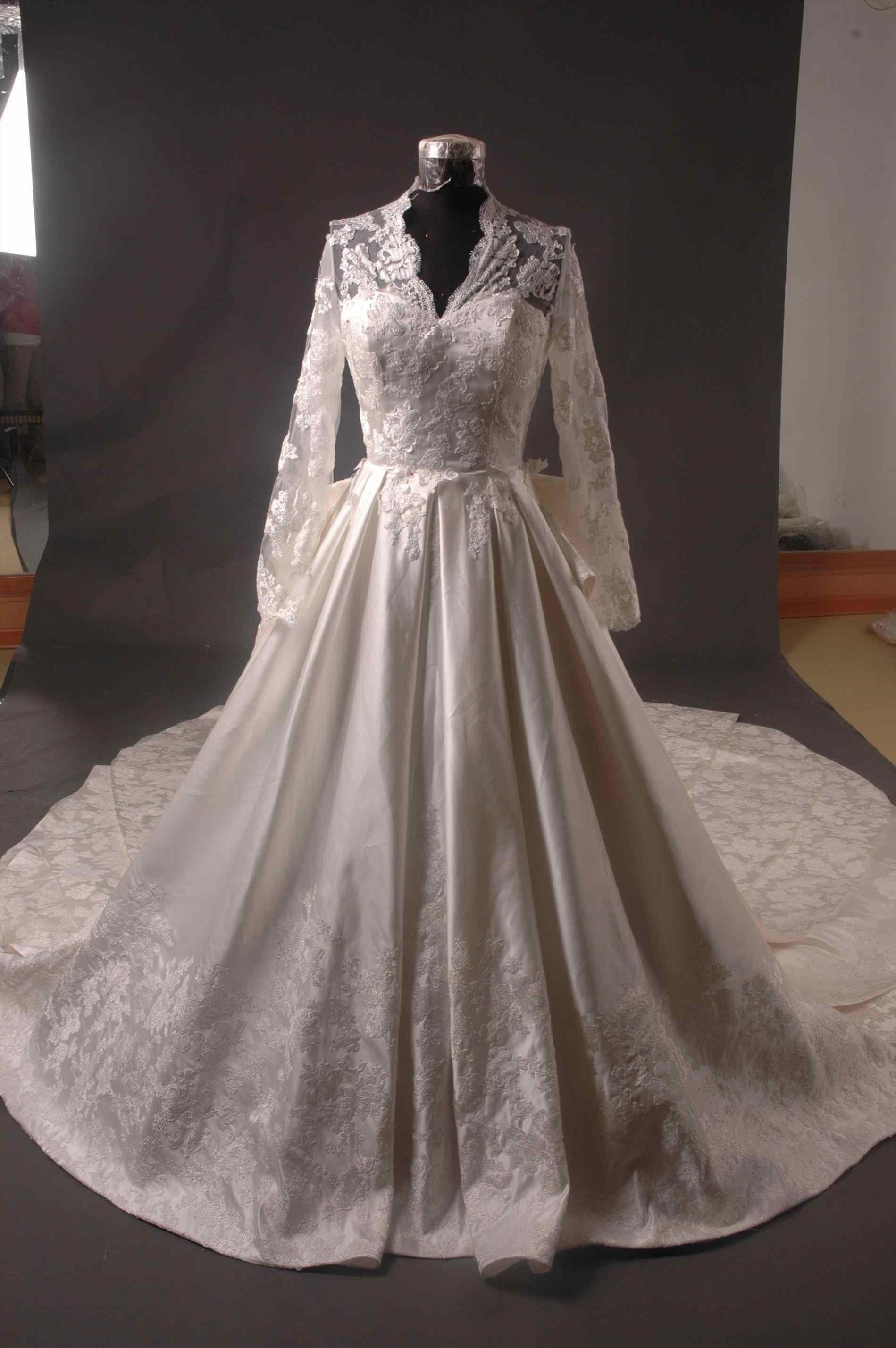 Gwen Stefani Hochzeitskleid  New Gwen Stefani Wedding Dress Replica AxiMedia