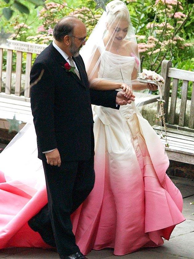 Gwen Stefani Hochzeitskleid  25 Novias que no usaron un vestido blanco el da de su boda
