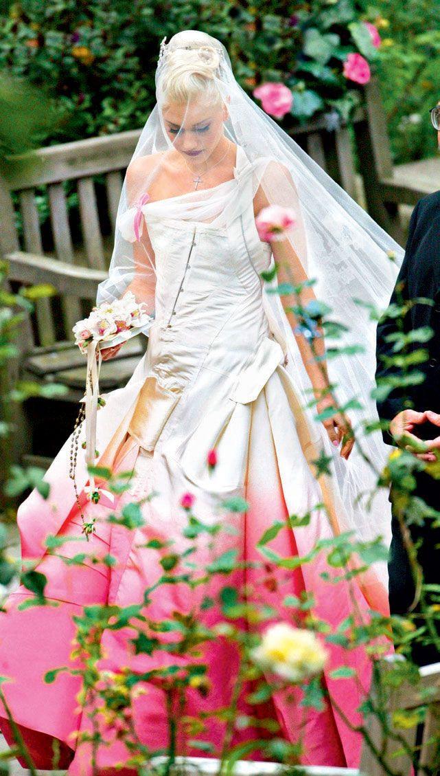 Gwen Stefani Hochzeitskleid  Gwen Stefani was both punk and pretty in a pink John