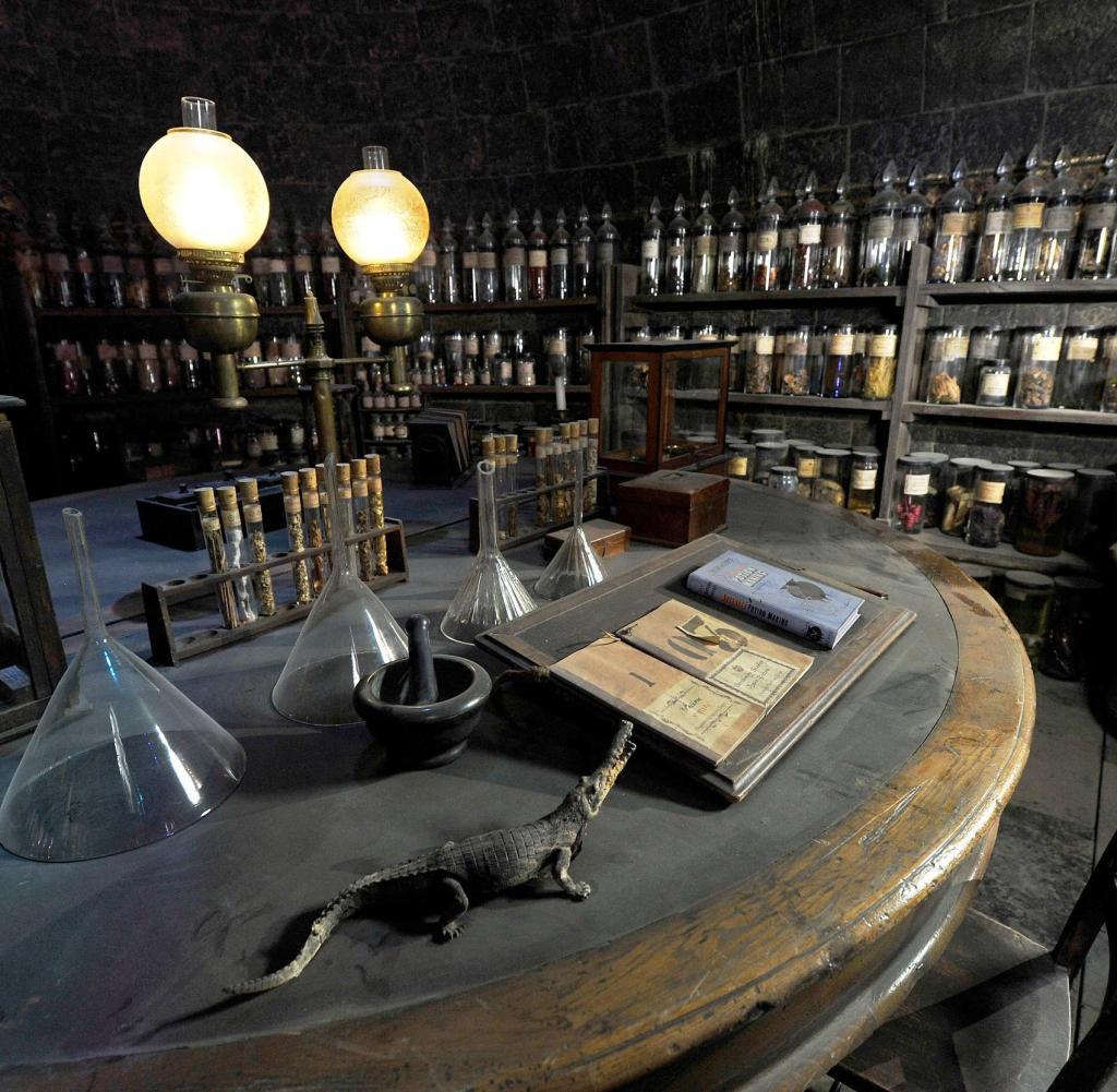 Harry Potter Zaubertränke  Warner Bros Studios in England Magier und Butterbier der