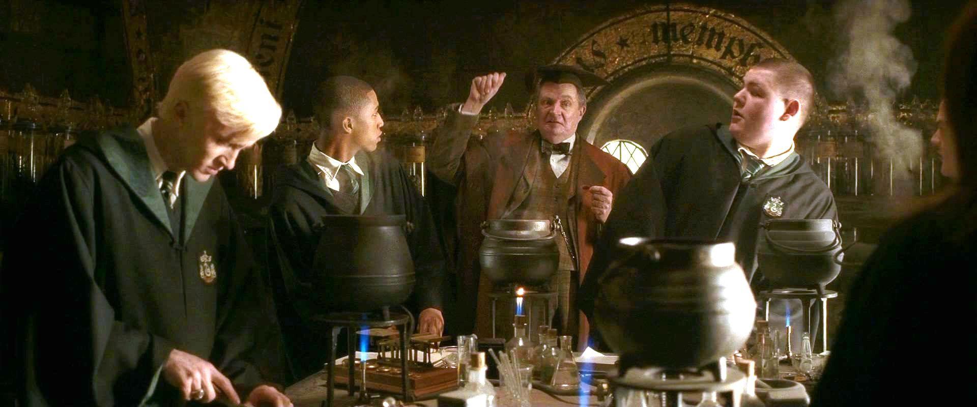 Harry Potter Zaubertränke  Slytherin – Harry Potter Lexikon – Alles über Harry Ron