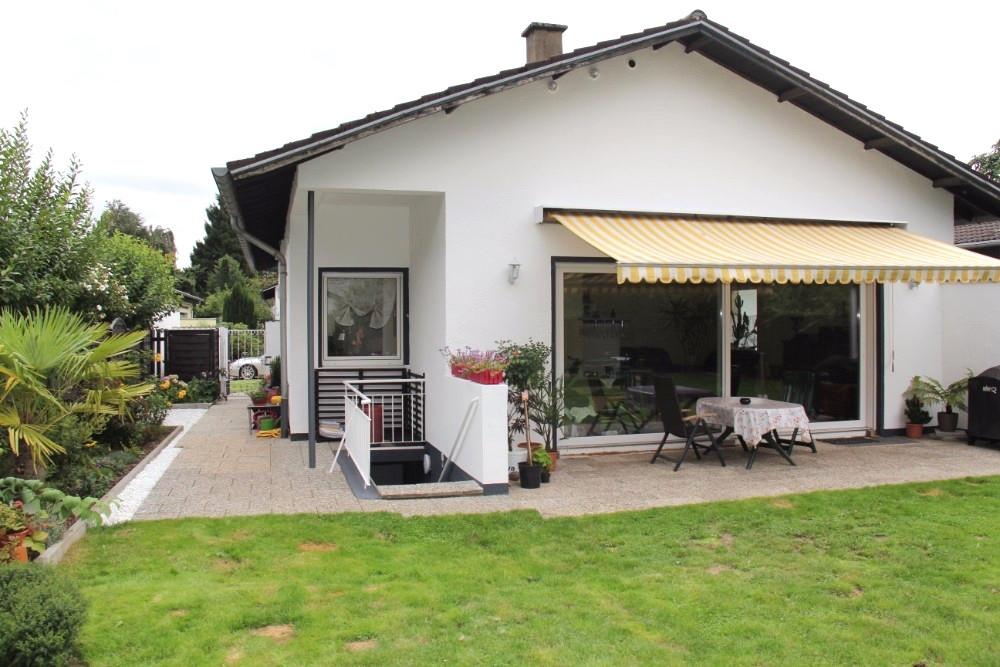Haus Kaufen Widdersdorf  Zweifamilienhaus in bester Lage Köln Widdersdorf Garage
