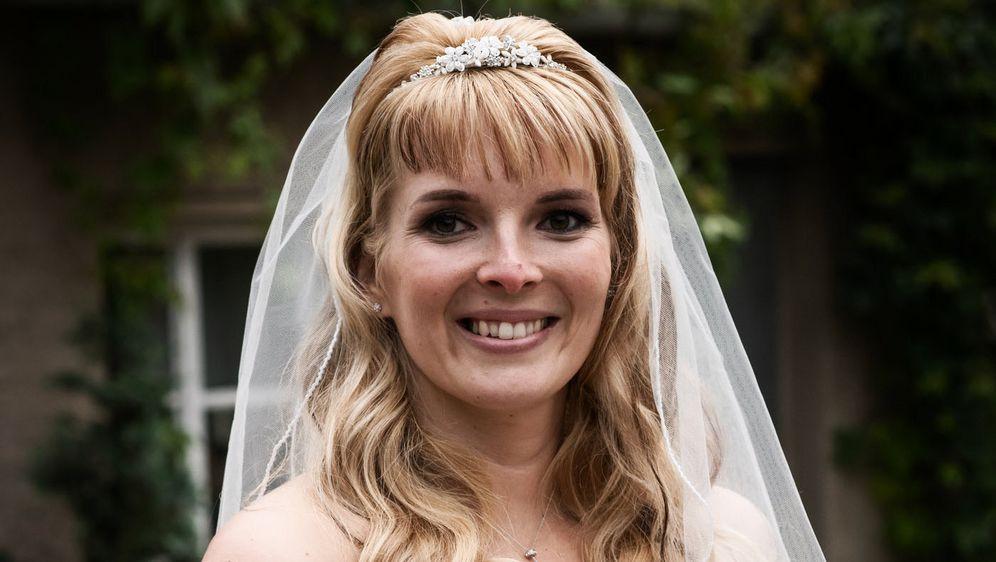 Hochzeit Auf Den Ersten Blick Sandra Und Sebastian  Steckbrief Sandra Hochzeit auf den ersten Blick Staffel 5