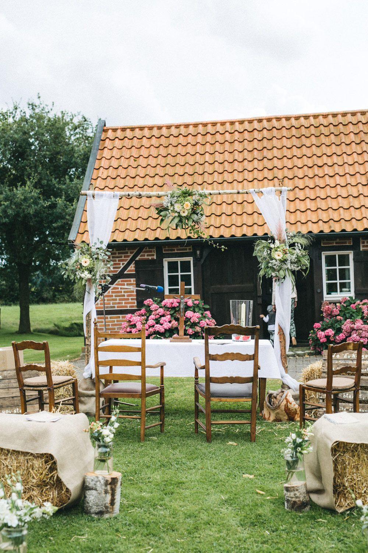 Hochzeit Bauernhof  Die Bauernhof Hochzeit von Antje und Michi eine Trauung