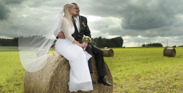 """Hochzeit Bauernhof  Hochzeit auf dem Bauernhof Heirat wie """"Bauer sucht Frau"""""""