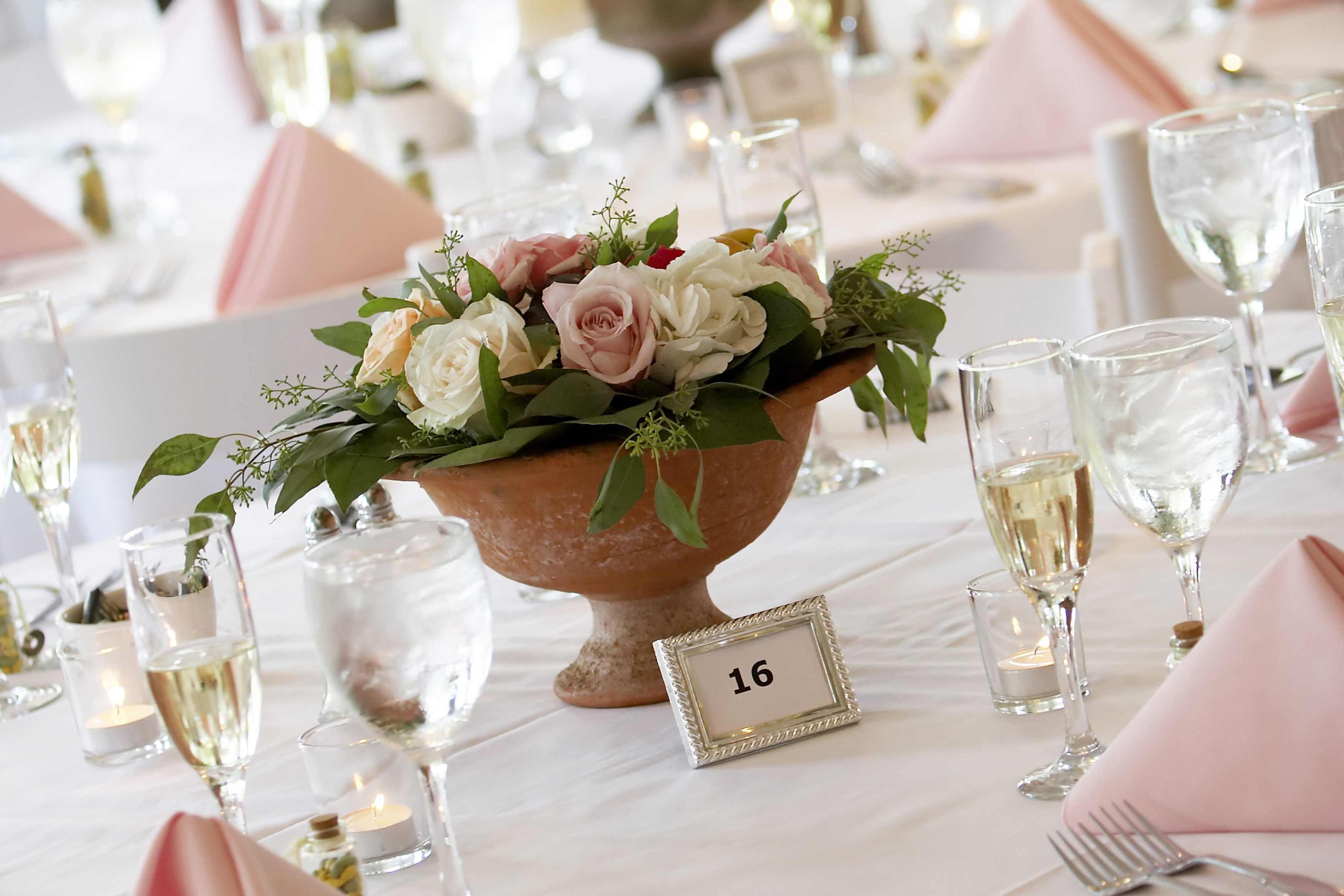 Hochzeit Blumendeko  Blumendeko Hochzeit mit Rosen Bildergalerie