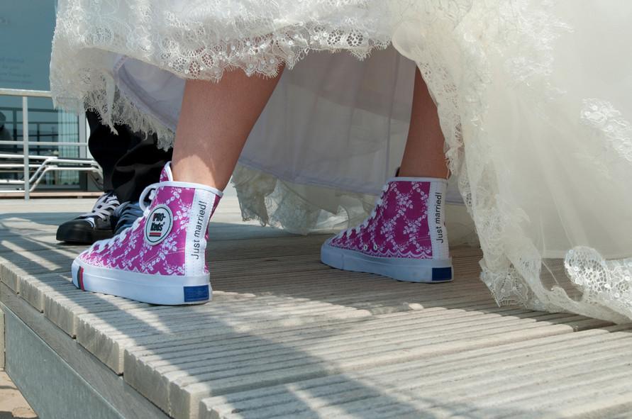 Hochzeit Chucks  Converse Chucks Hochzeit conversechucksdamensale