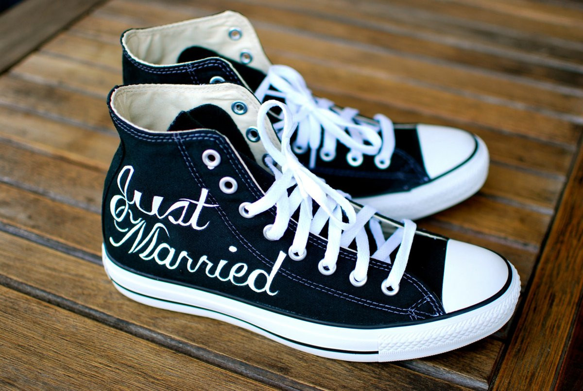 Hochzeit Chucks  Hand Painted Just Married Converse Black Canvas Chucks
