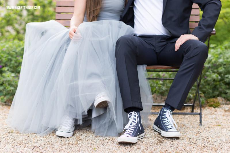Hochzeit Chucks  Weingut von Winning Hochzeit in Blaugrau Heiraten in der