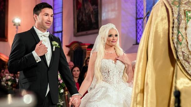 Hochzeit Daniela Und Lucas Wiederholung  Daniela Katzenberger Hochzeit Reaktionen zur Katzenhochzeit