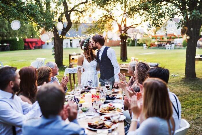 Hochzeit Gartenparty  Gartenhochzeit Die 15 besten Tipps Ideen & Beispiele zum