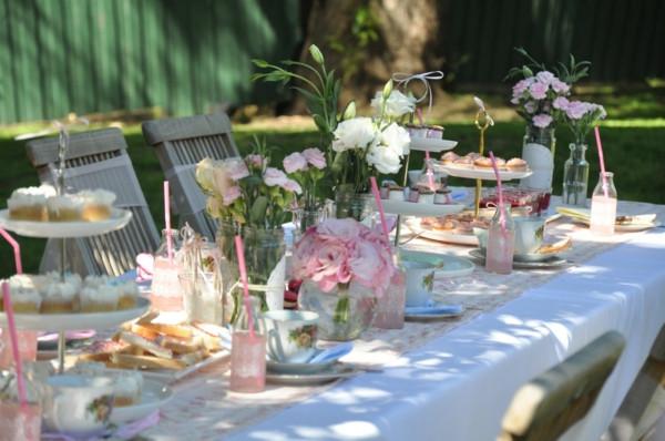 Hochzeit Gartenparty  Fantastische Tischdeko für Gartenparty Archzine