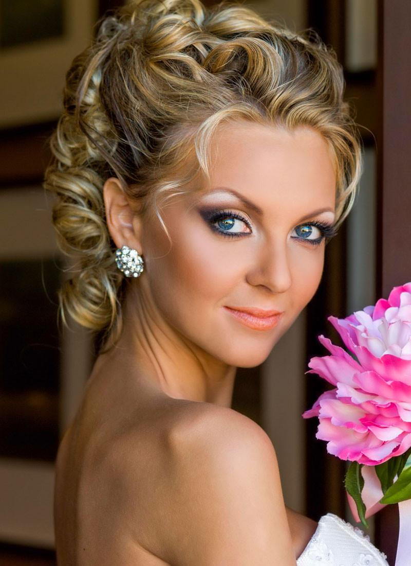 Hochzeit Hochsteckfrisuren  Brautfrisur halb hochgesteckt und ohne Schleier