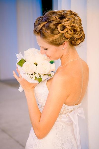 Hochzeit Hochsteckfrisuren  Verführerisch lockige Hochsteckfrisur Hochsteckfrisuren