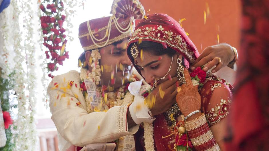 Hochzeit Indien  In In n können Touristen Tickets für traditionelle