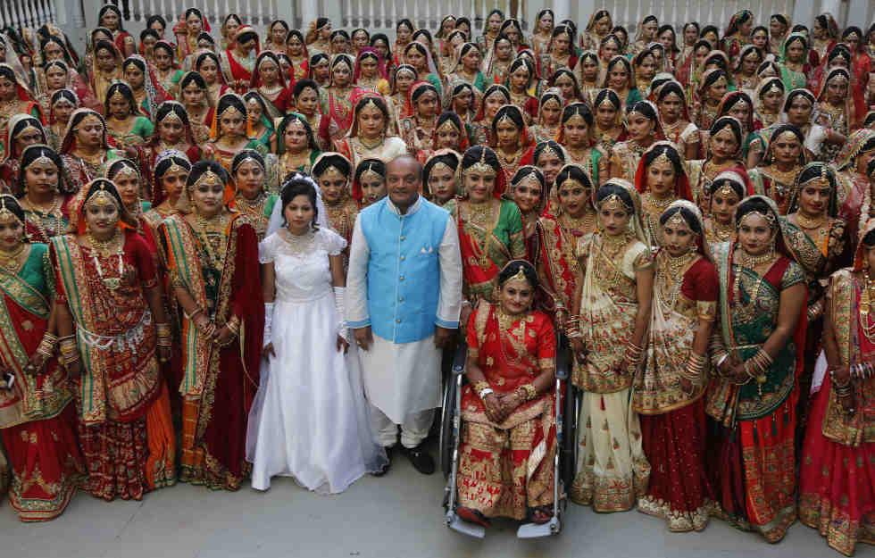Hochzeit Indien  Spendables Fest Unternehmer bezahlt 251 Frauen