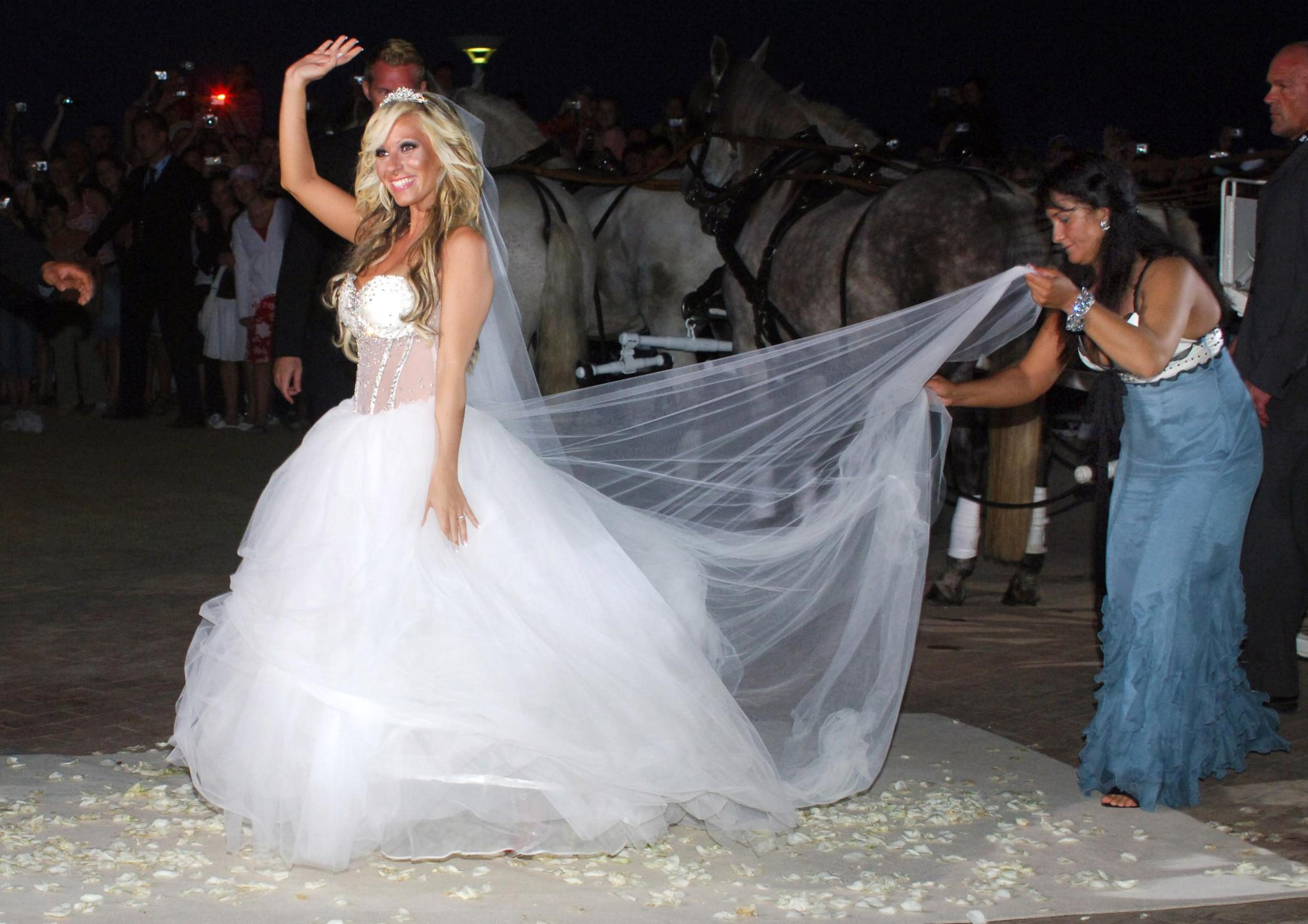 Hochzeit Katzenberger  Daniela Katzenberger Fotos ihres Wunsch Hochzeitskleides