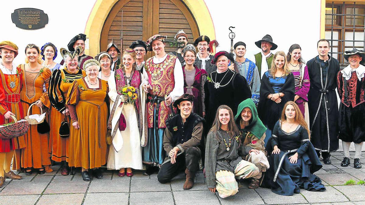Hochzeit Mittelalter  Bei Mittelalter Hochzeit in Schongau trägt auch der