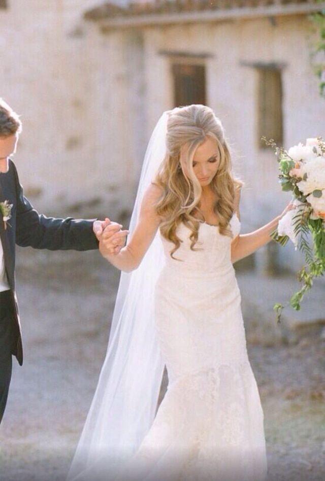 Hochzeit Schleier  Die 25 besten Ideen zu Brautfrisuren Mit Schleier auf