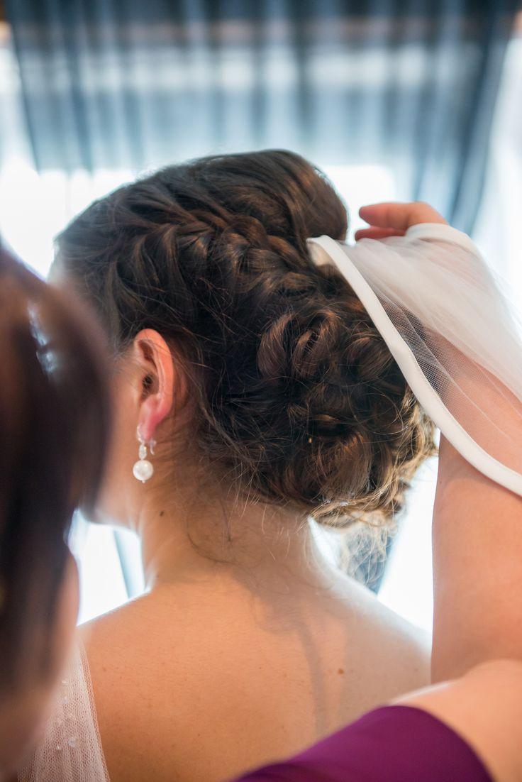 Hochzeit Schleier  25 best ideas about Brautfrisuren Mit Schleier op